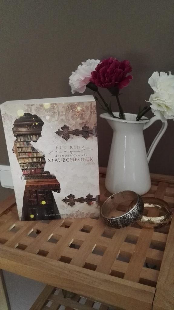 """Buchrezension zu """"Animant Crumbs Staubchronik"""" von Lin Rina (Drachenmond Verlag)"""