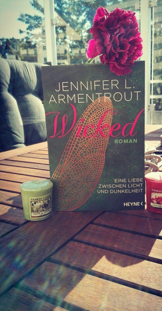 """Buchrezension zu """"Wicked, eine Liebe zwischen Licht und Dunkelheit"""" von Jennifer L. Armentrout (Heyne Verlag)"""