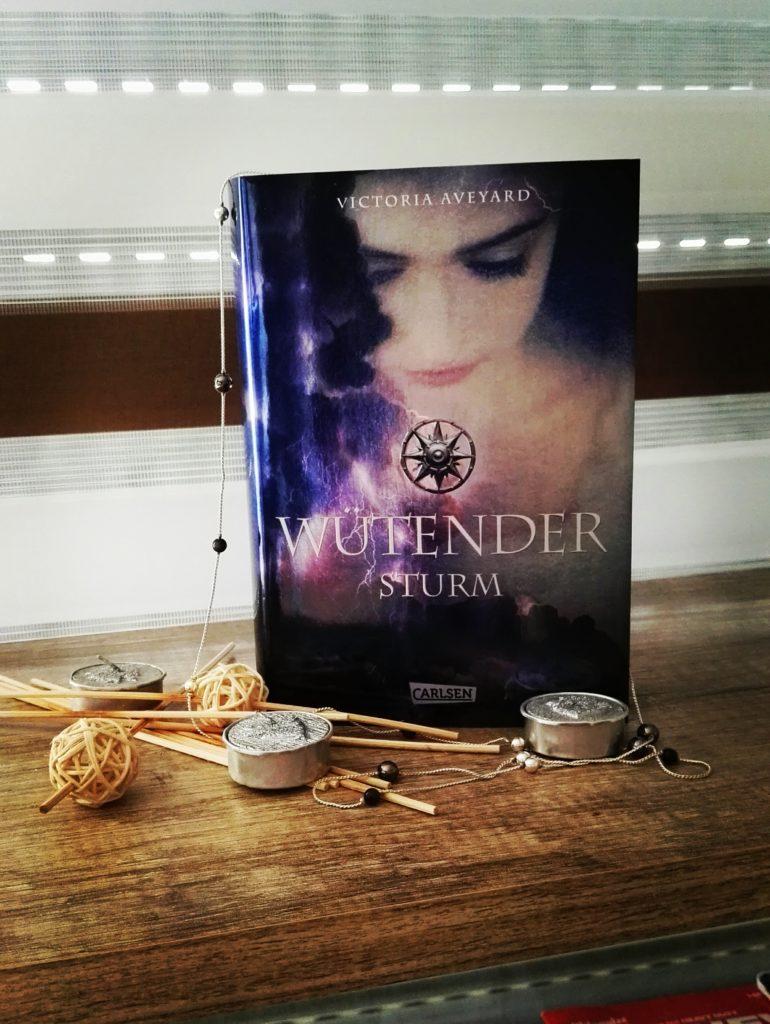 Buchrezension zu Wütender Sturm von Victoria Aveyard (Carlsen Verlag)