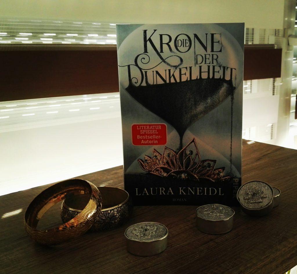 Buchrezension zu Die Krone der Dunkelheit von Laura Kneidl (Piper Verlag)