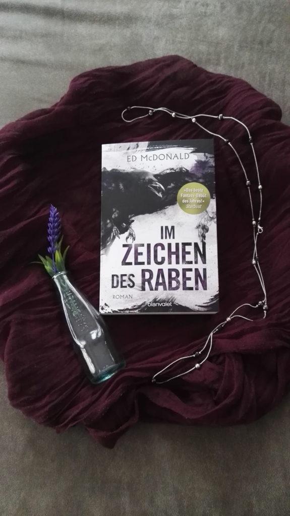 """Buchrezension zu """"Im Zeichen des Raben"""" von Ed McDonald (Blanvalet Verlag)"""