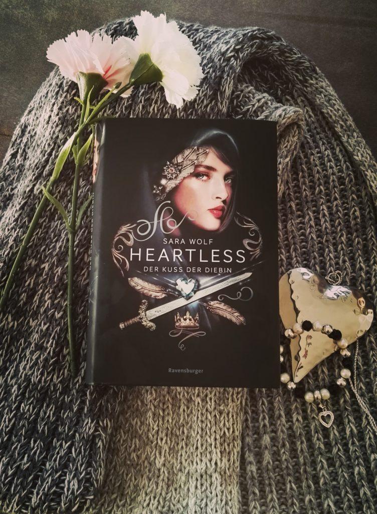 """Buchrezension zu """"Heartless / Der Kuss der Diebin"""" von Sara Wolf (Ravensburger Verlag)"""