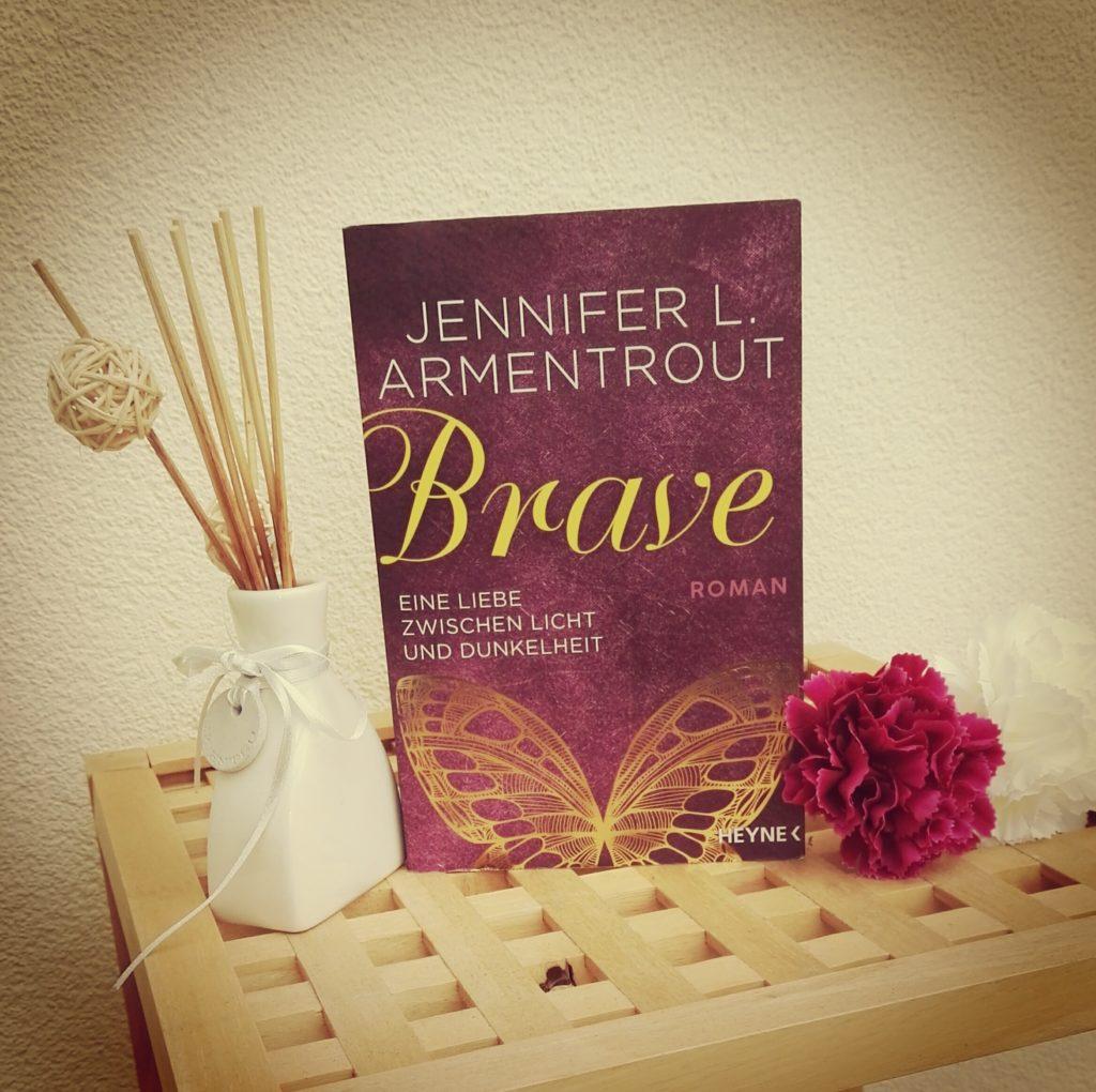 """Buchrezension zu """"Brave / Eine Liebe zwischen Licht und Dunkelheit"""" von Jennifer L. Armentrout (Heyne Verlag)"""
