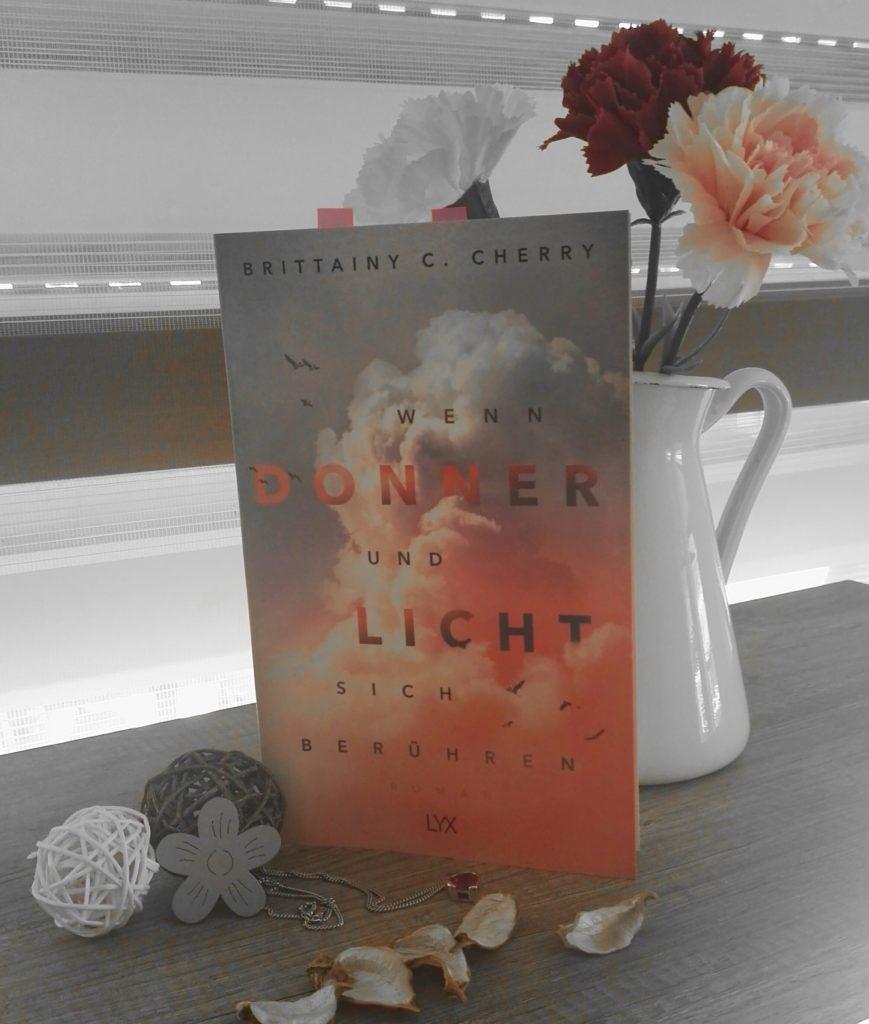"""Buchrezension zu  """"Wenn Donner und Licht sich berühren"""" von Brittainy C. Cherry (Lxy Verlag)"""