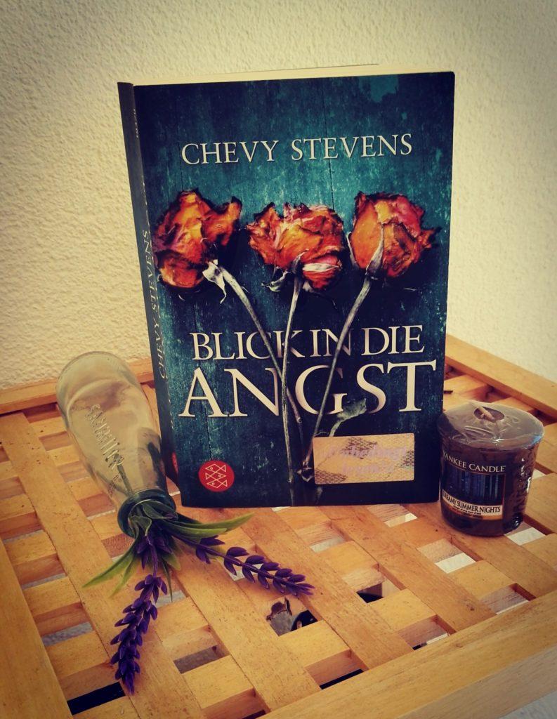 """Buchrezension zu """"Blick in die Angst"""" von Chevy Stevens (Fischer Verlag)"""